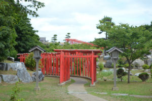 12 300x200 - 外国人観光客に人気の高山稲荷神社